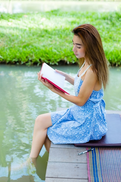 Portrait young woman with diary in park Free Photo