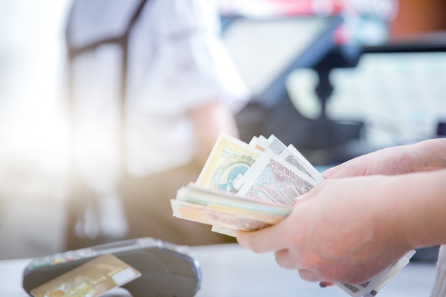 Pos credit card settlement instead of cash settlement Free Photo