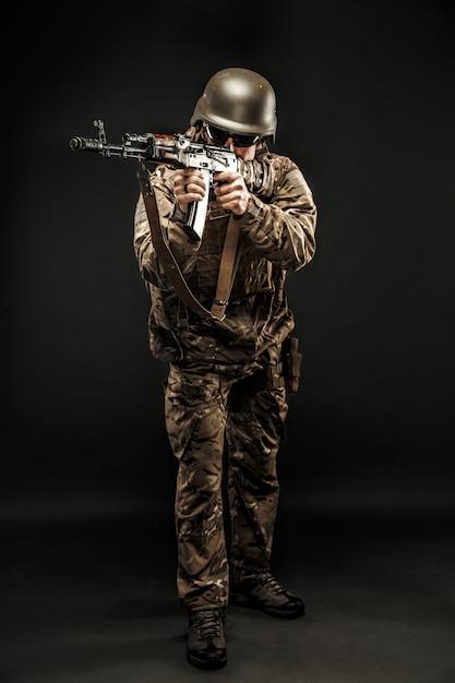 Posing armed service man aiming Premium Photo