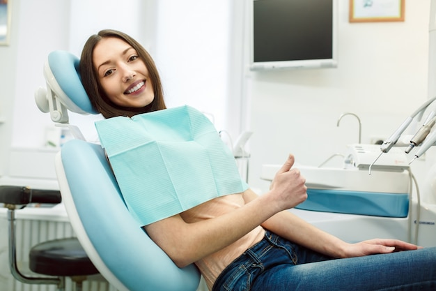 Positive girl in dentist's chair Free Photo