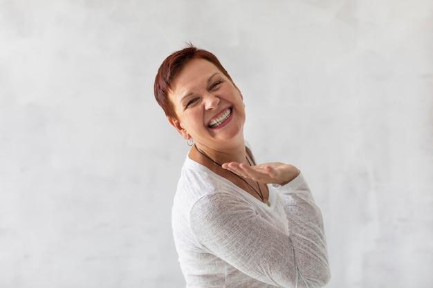 Positive senior lady laughing Premium Photo