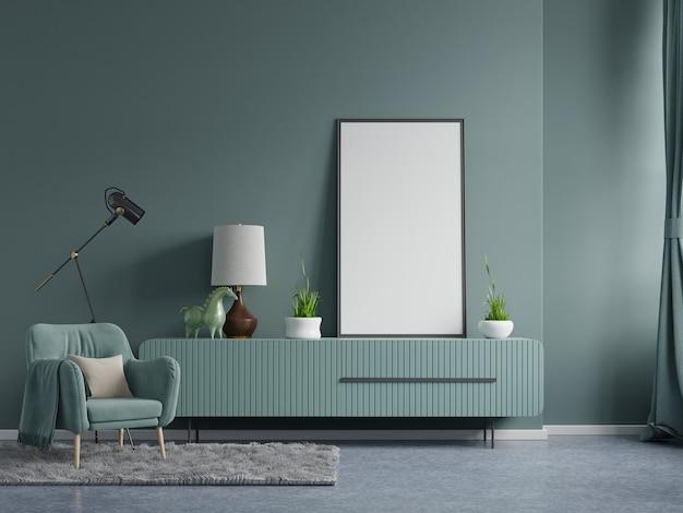 ダークグリーンのベルベットのアームチェアとリビングルームのインテリアの空のダークグリーンの壁に垂直フレームのポスターモックアップ。3dレンダリング 無料写真