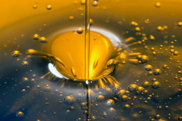 Pouring olive oil liquid Premium Photo