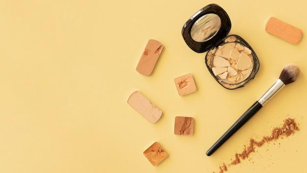 Polvere e pennello con copia-spazio Foto Gratuite