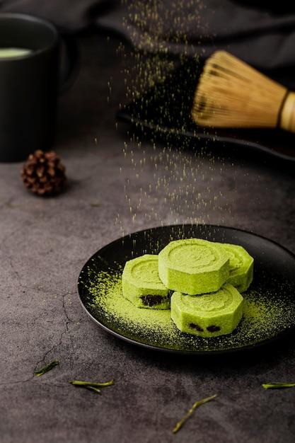 抹茶茶powderと竹の泡立て器 無料写真