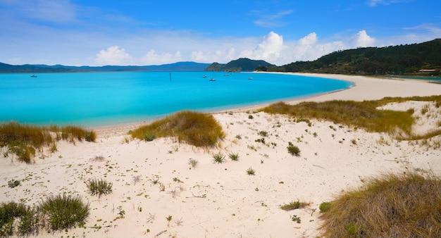 Praia de rodas beach in islas cies island of vigo Premium Photo