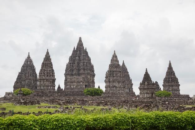Prambanan temple ruin, yogyakarta, java, indonesia Premium Photo