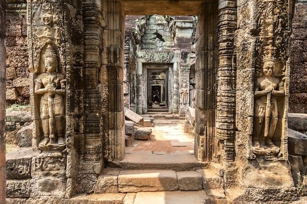 Храм преа хан в ангкор-ват в сием рип, камбоджа Premium Фотографии