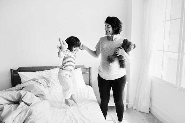 Pregnant mom spending time together with her daughter Free Photo