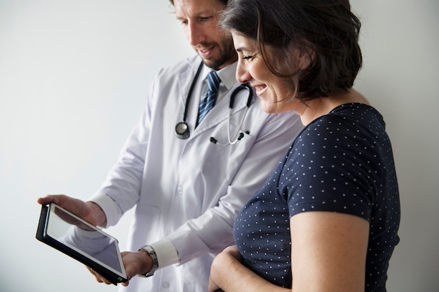 Pregnant woman having fetal monitoring by doctor Premium Photo