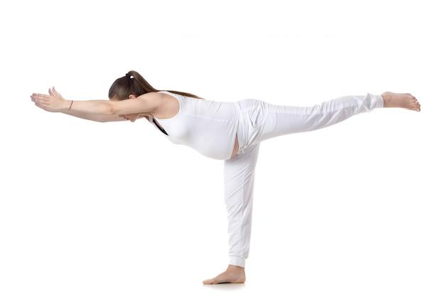 Donna incinta su una gamba Foto Gratuite