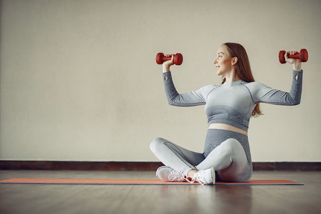Pregnant woman training in a gym Free Photo