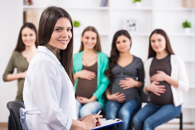 Pregnant women are listening to doctor. Premium Photo