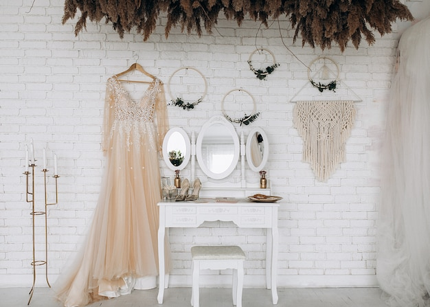 Preparation of the bride for the wedding in the most delicate things Free Photo