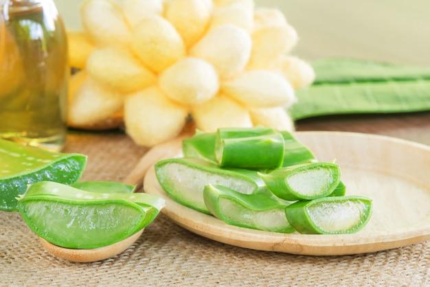 Prepared aloe vera use in spa for skincare and cosmetic Premium Photo