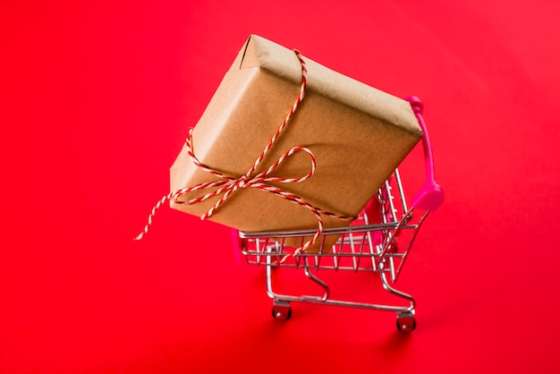 Present in toy shopping cart Free Photo