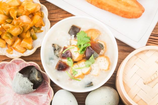 보존 달걀 살코기 죽 아침 식사 무료 사진