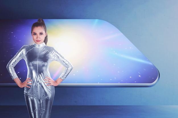 ラテックスジャンプスーツを着てかなりアジアの女性 Premium写真