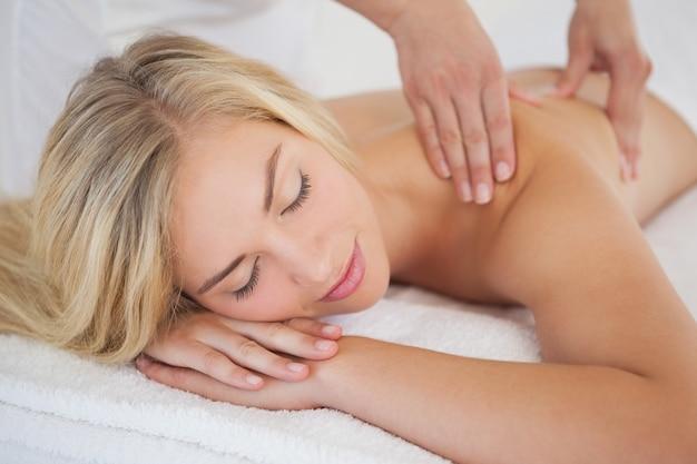 Секс видео массаж блондинкой извиняюсь