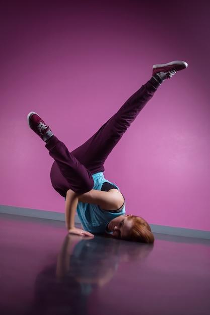 Pretty break dancer busting a move in the dance studio Premium Photo