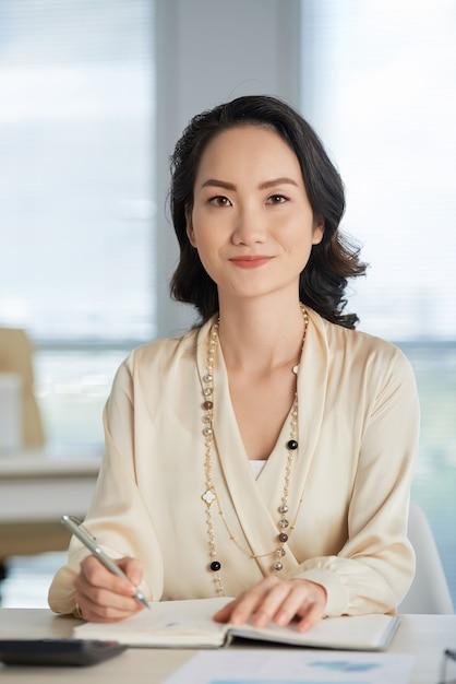 pretty chinese business woman 1098 16985