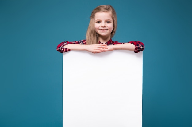 Pretty girl in shirt with long hair hold the white blank placard Premium Photo