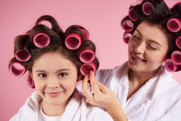Pretty mother and daughter in hair curlers Premium Photo