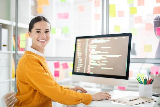 Pretty webdesigner Premium Photo