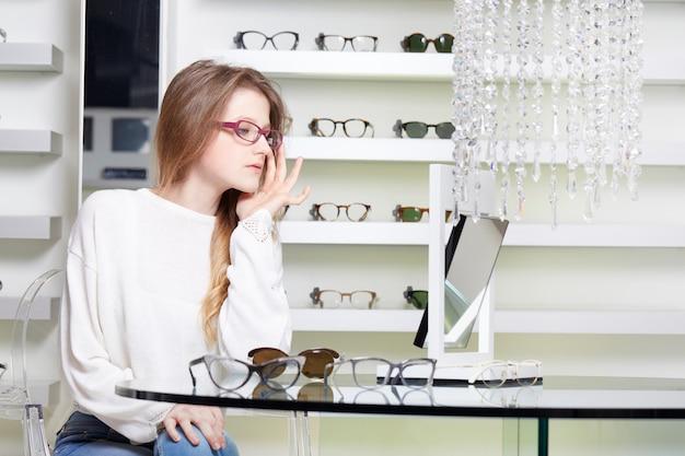 Pretty woman buy new eyeglasses Premium Photo
