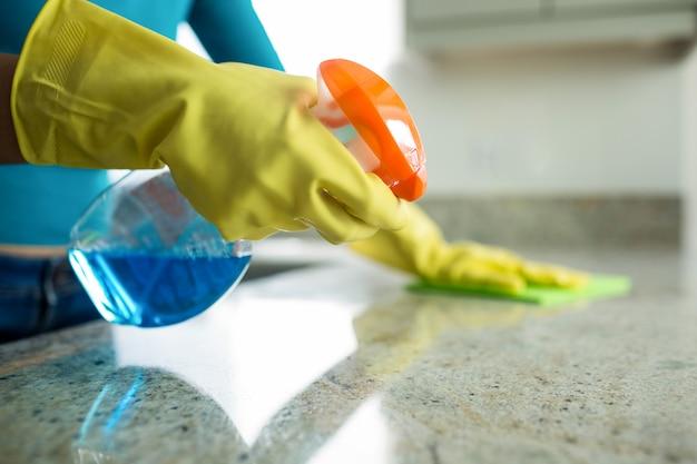 Pretty woman doing her house chores Premium Photo