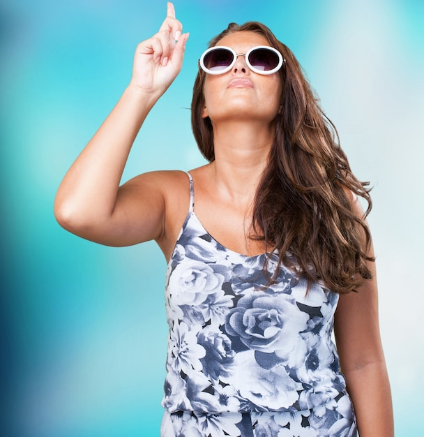 Pretty woman pointing to the copyspace Free Photo