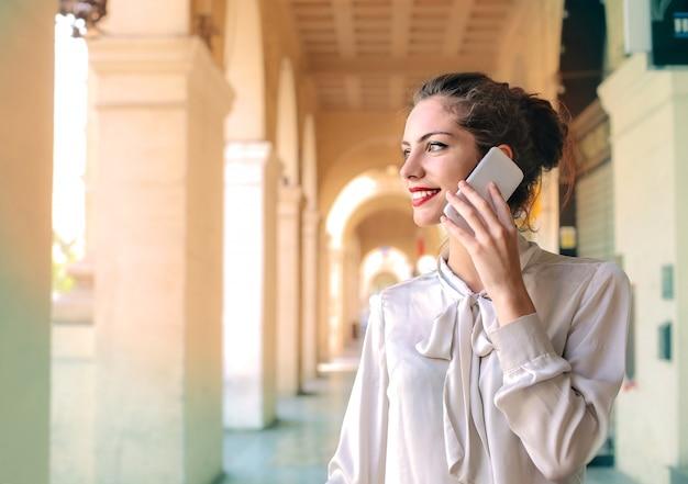 Pretty woman talking n the phone Premium Photo
