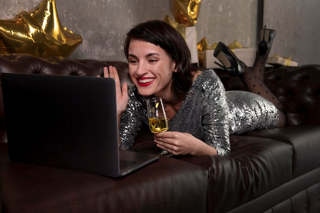 Красивая женщина видео звонка друзьям Бесплатные Фотографии