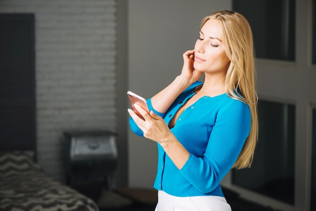 Pretty woman with smartphone Free Photo