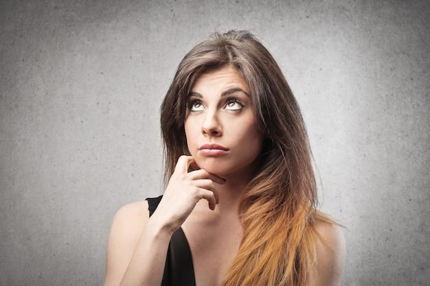 Pretty woman wondering Premium Photo