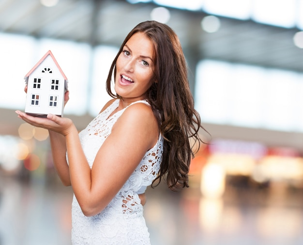 <a href='http://www.freepik.com/free-photo/pretty-young-woman-showing-a-house-object_1003368.htm'>Designed by Freepik</a>