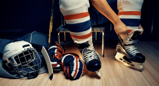 Pro ice hockey, he shoe stringer in the athlete's dressing room Premium Photo