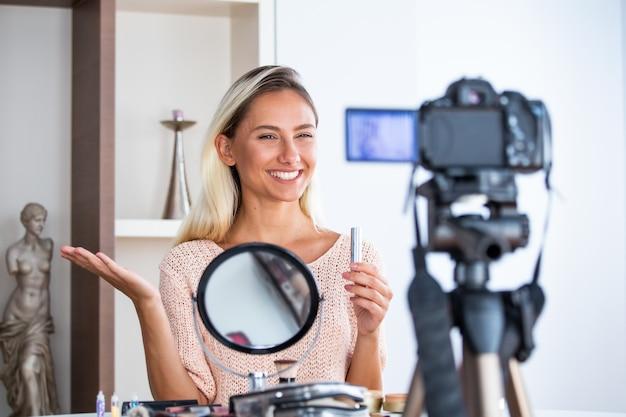 Professional beauty vlogger doing live broadcasting makeup tutorial Premium Photo