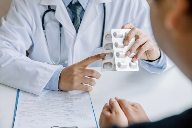 Professional doctor consulting patient and recommend treatment methods at consulting room Premium Photo