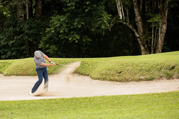 Professional golfer. hits the ball from the sand trap. bali. inodesia. Free Photo