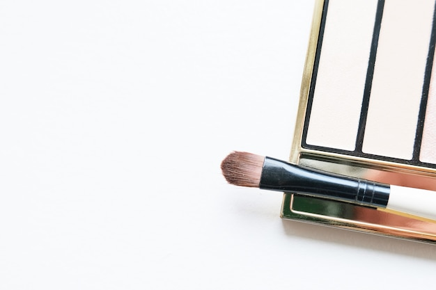 Professional makeup tools eyeshadow palette and brushes Premium Photo