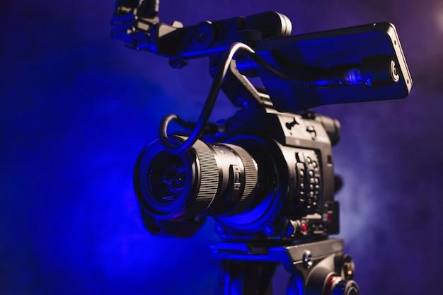 ビデオ制作の舞台裏にあるプロ用ビデオカメラ Premium写真