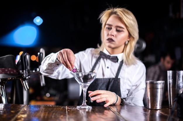 вакансии бармен девушка в ночной клуб