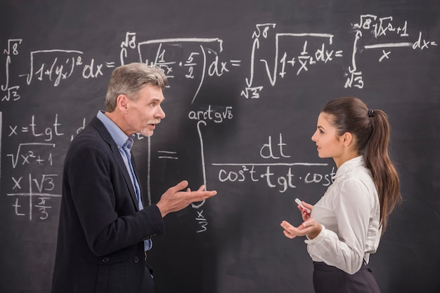 Professor of chemistry leading lecture in university. Premium Photo