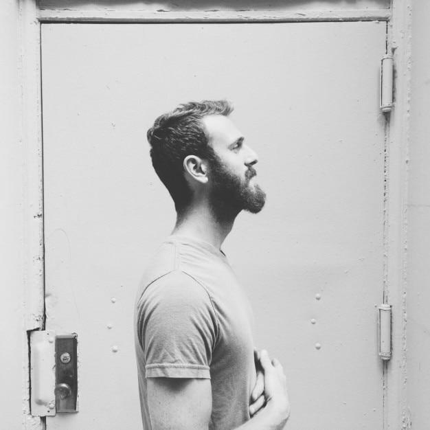 若い男性のプロフィール 無料写真