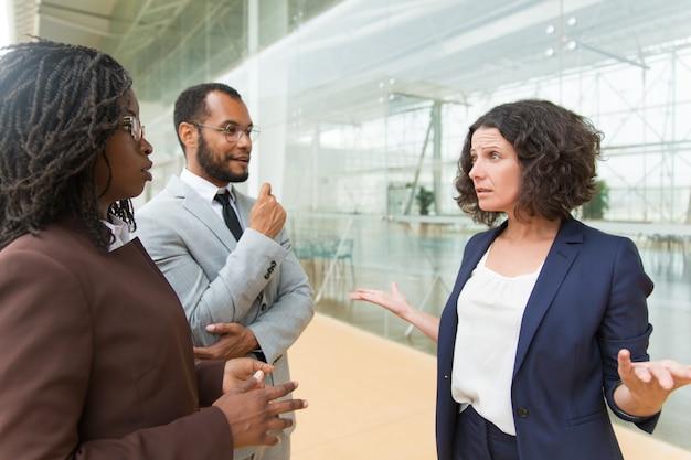 Project leader shouting at employee outside Free Photo