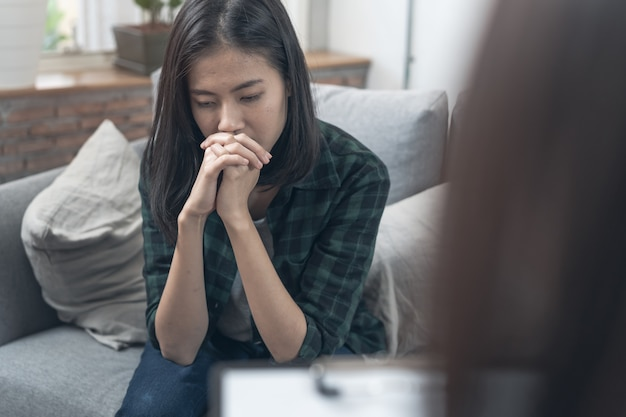 Psychologist talking with depressed patient about mental condition. Premium Photo