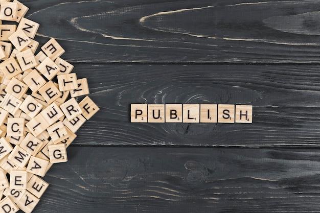 木製の背景に単語を公開 無料写真