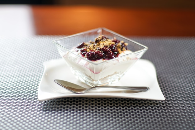 Pudding on a restaurant table Premium Photo