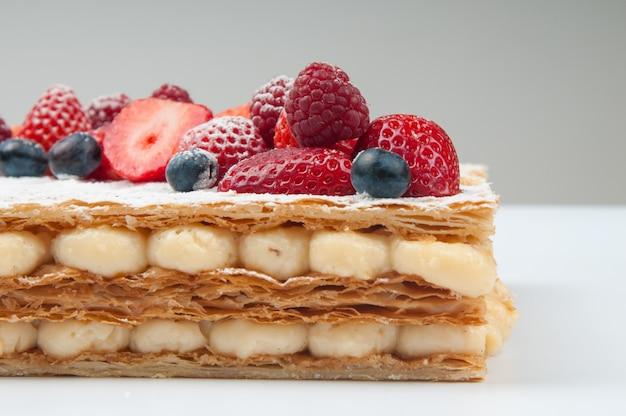 カスタードクリームとパイ生地のケーキ 無料写真